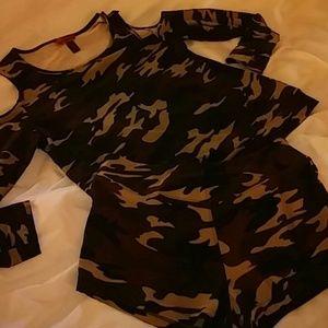 6b22278c442d2 Hot Kiss Shorts - Cold Shoulder Camo short Set